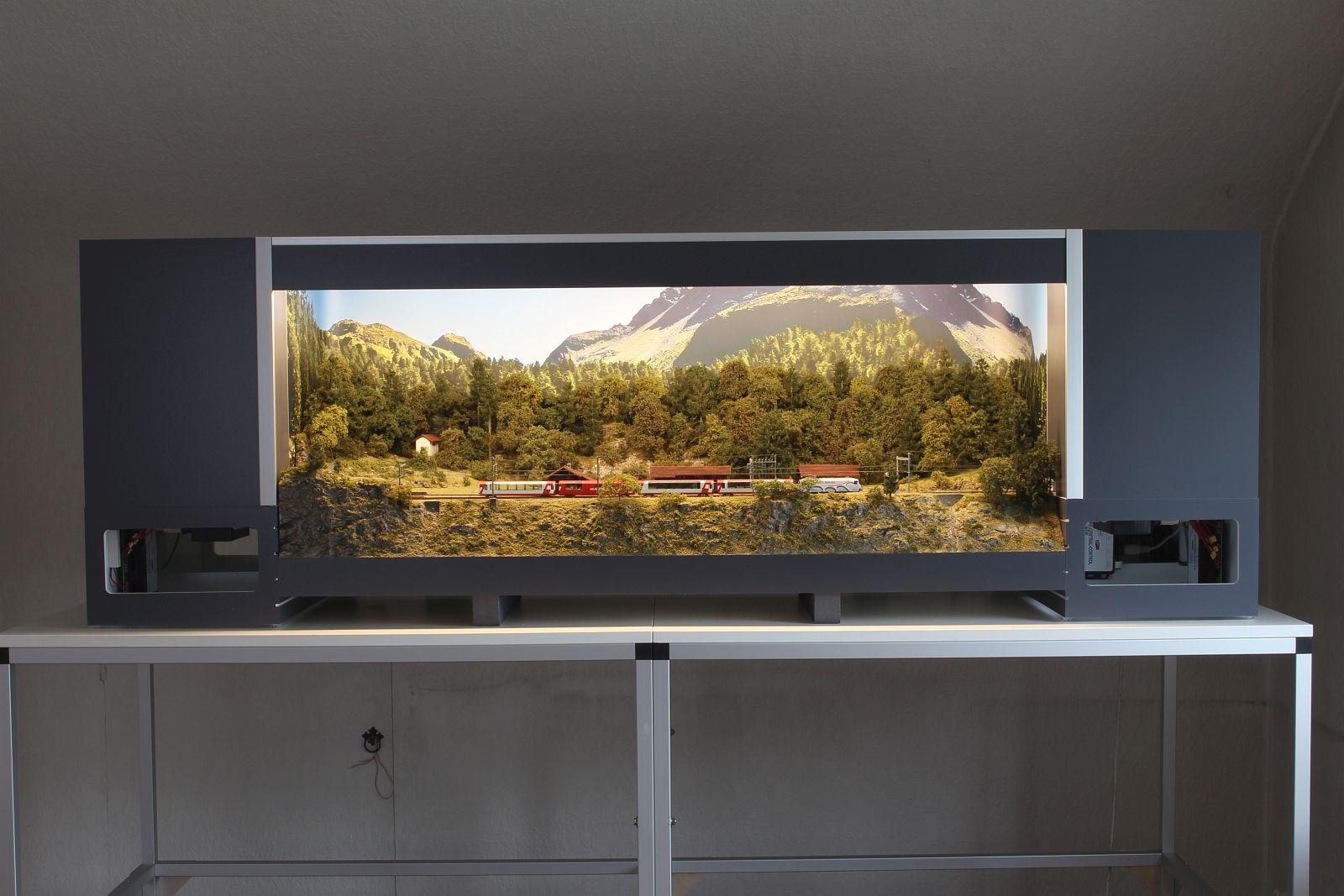 Präsentationsdiorama mit Leuchtkasten - beleuchtet